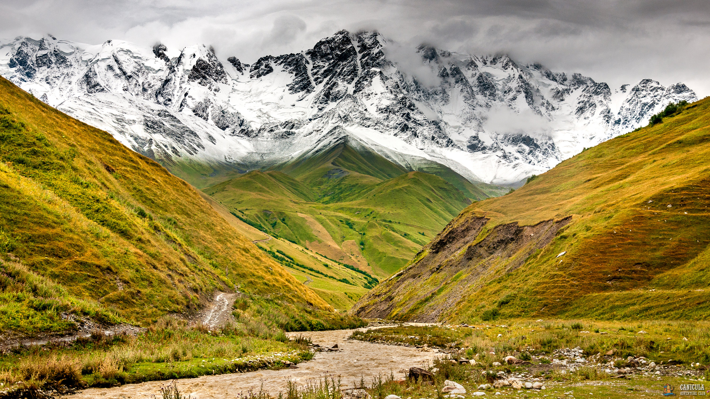 Гора Шхара в Грузии