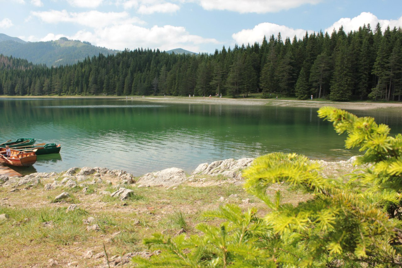 Озеро в городе Жабляк