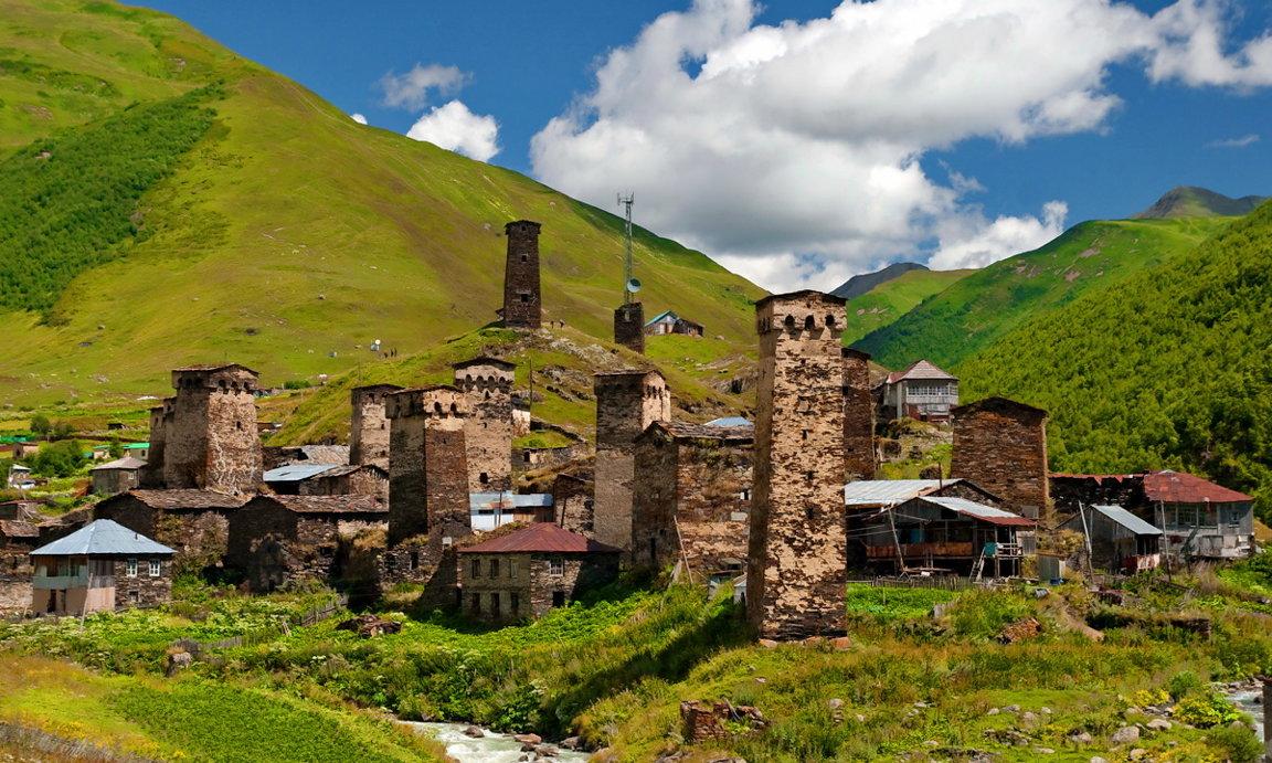 Фото: старинные постройки с. Ушгули