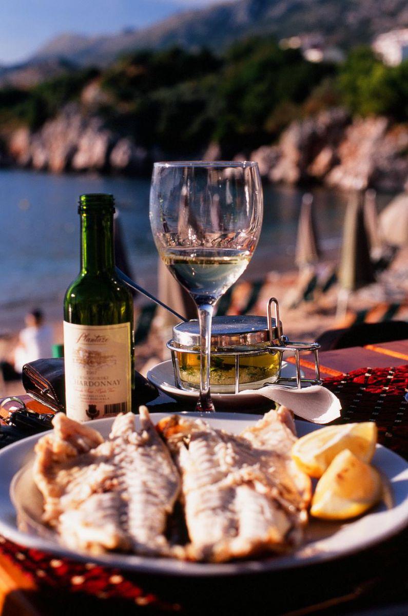 Фото: ужин на берегу моря