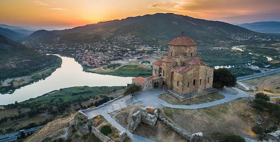 Вид на Монастырь Джвари и город Мцхета