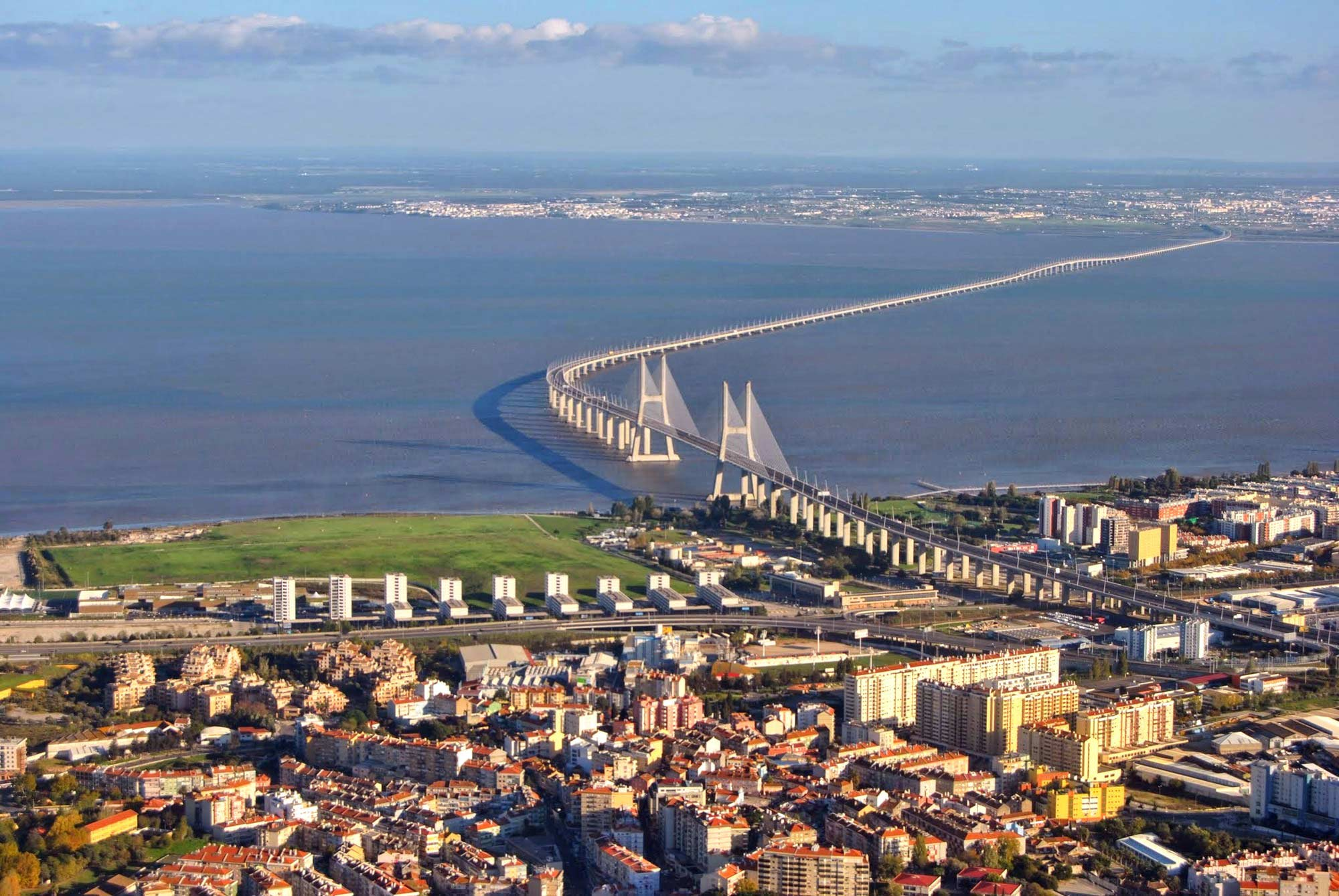 Мост Васко да Гама через р. Тежу