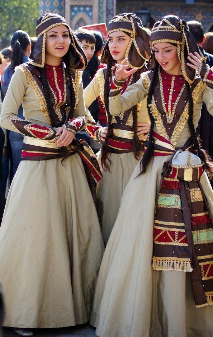 Национальный грузинский женский костюм