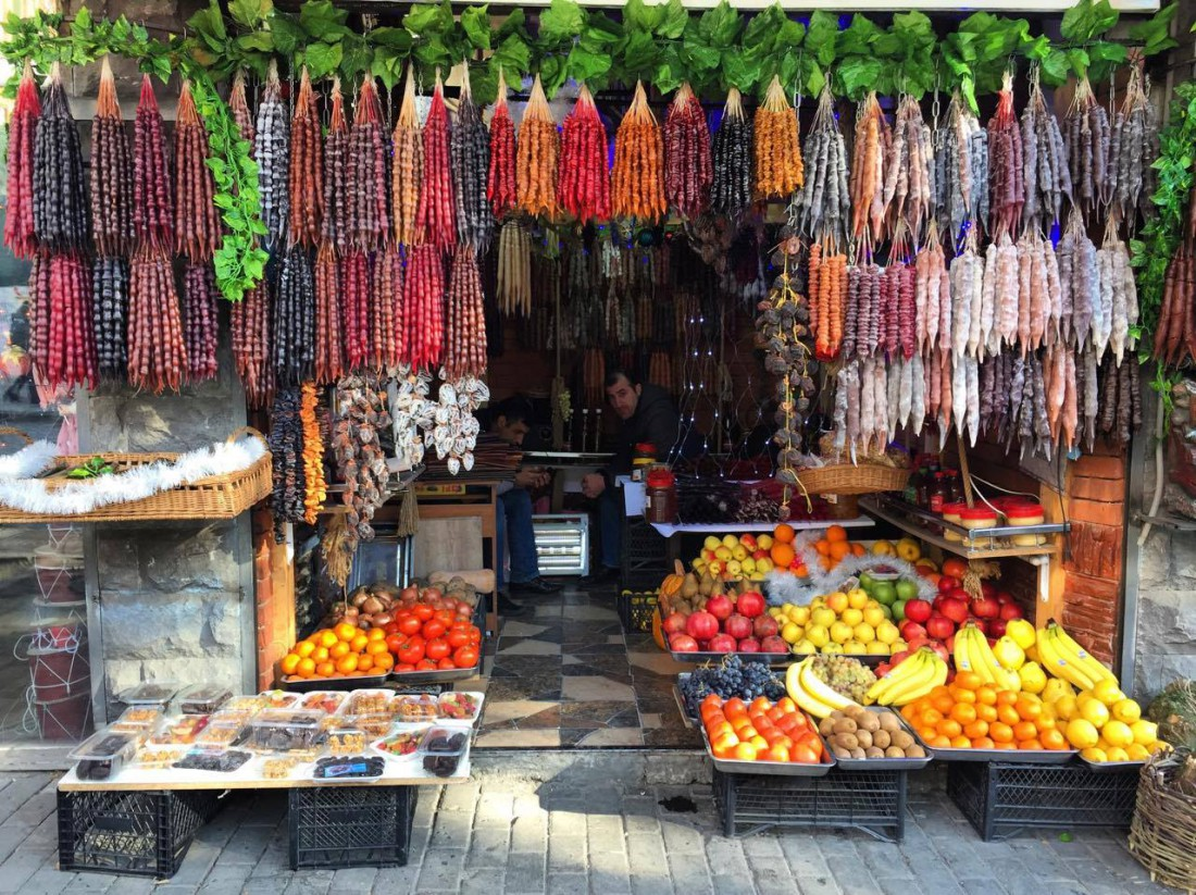 Фото: торговая лавка в Грузии