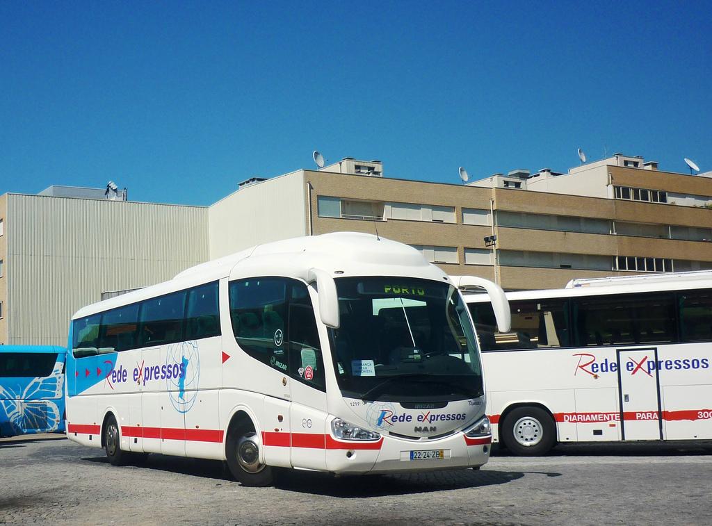 на таком автобусе можно доехать из Порту до Браги