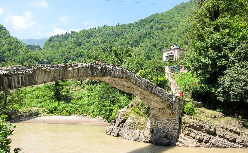 Достопримечательность Аджарии - арочный мост царицы Тамары