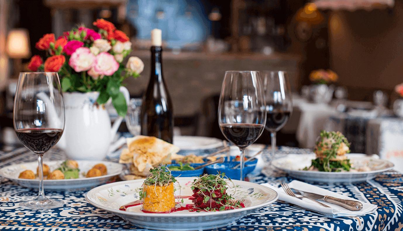 Картинки по запросу грузия ресторане у Куры