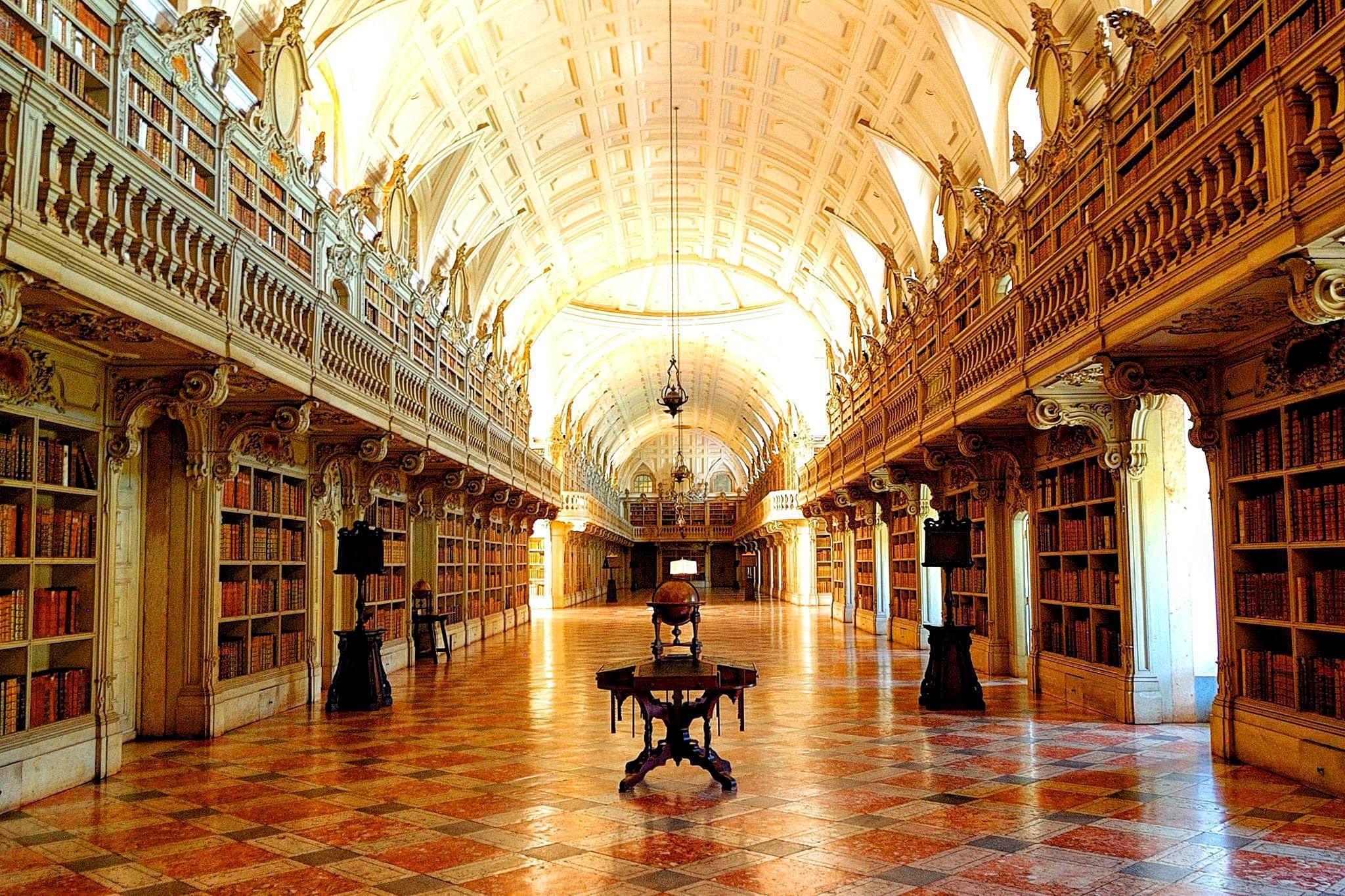 Библиотека королевского дворца