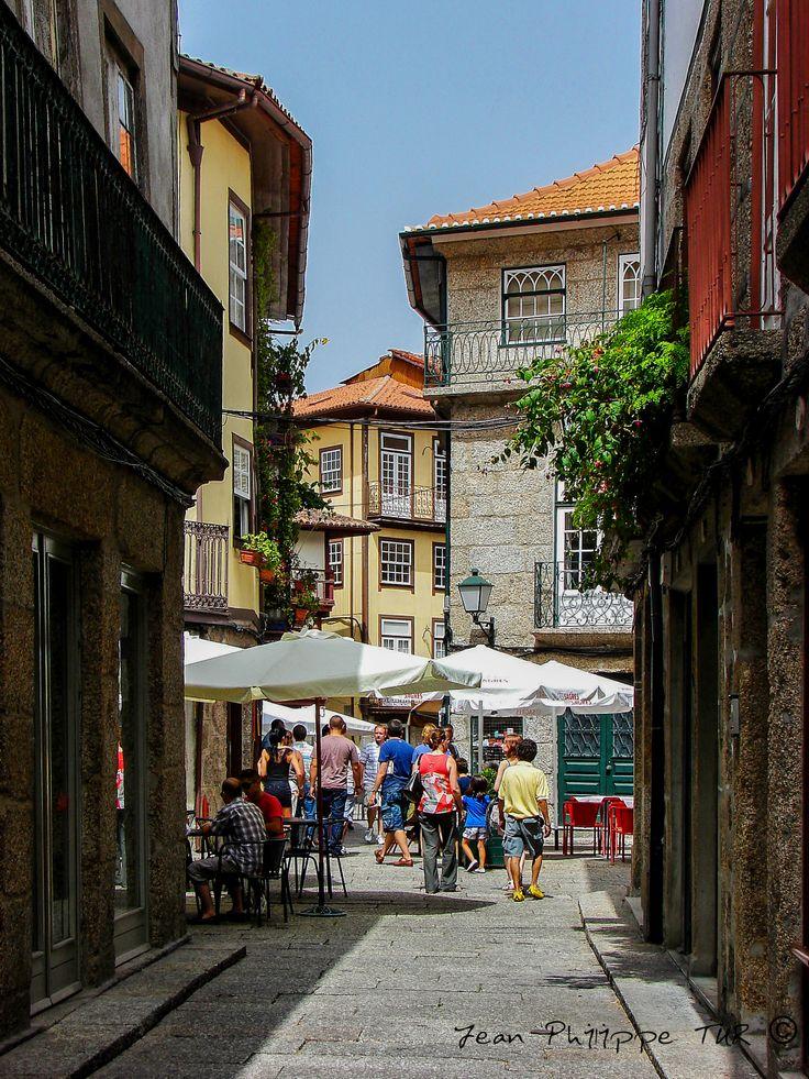 Красивая улица в городе Брага, Португалия