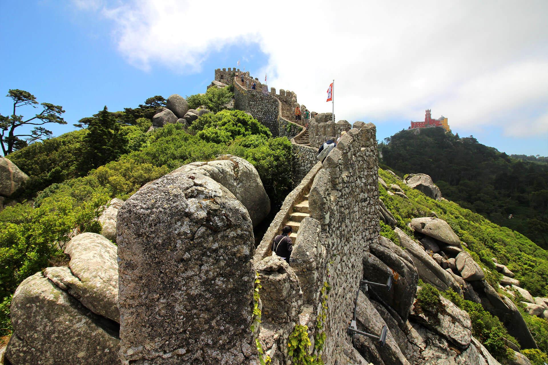 Вид с крепости на Дворец Пена