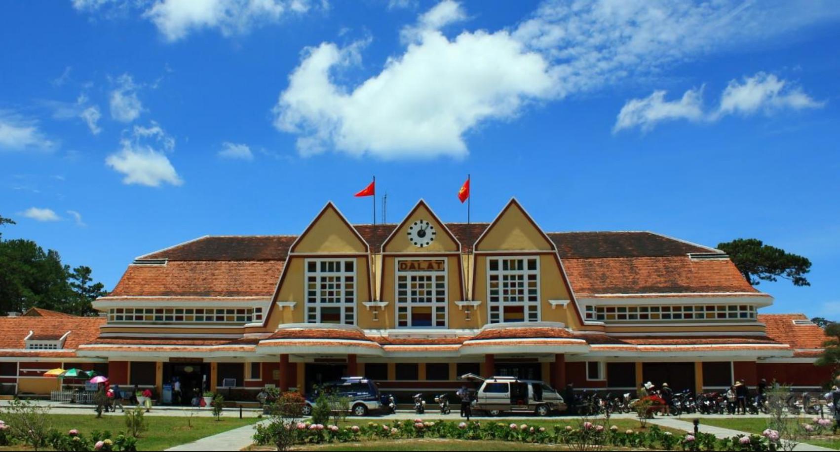 Фото: вокзал в городе Далат