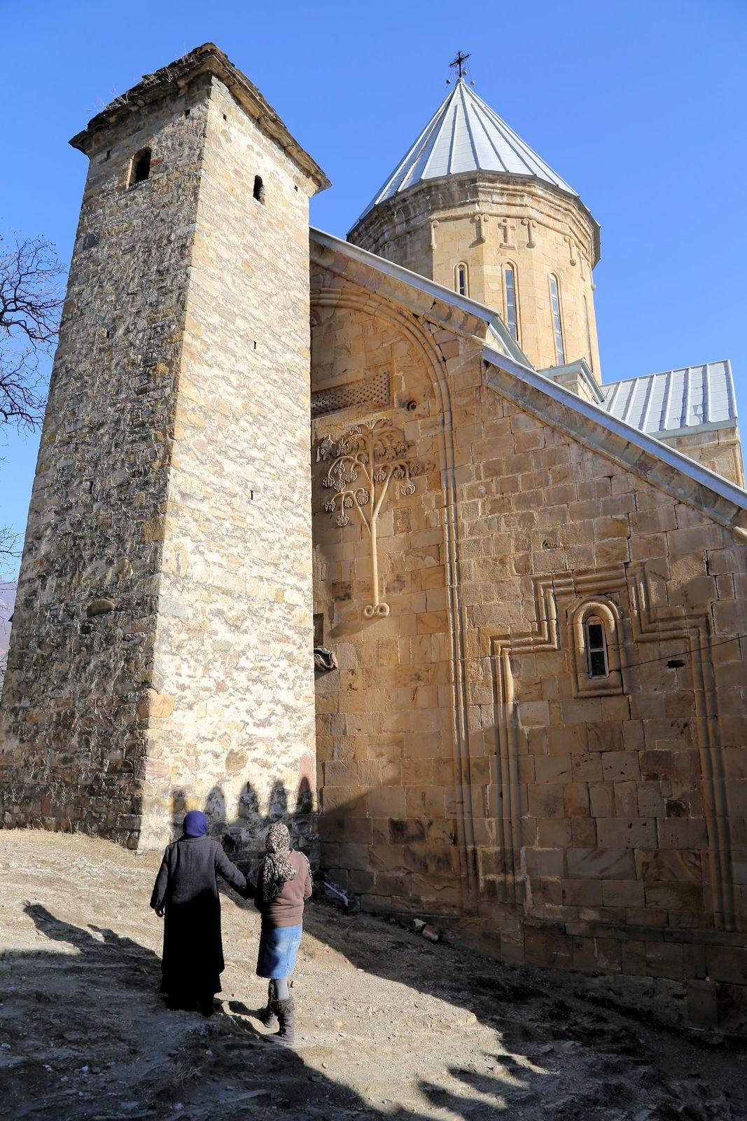 Входная квадратная башня