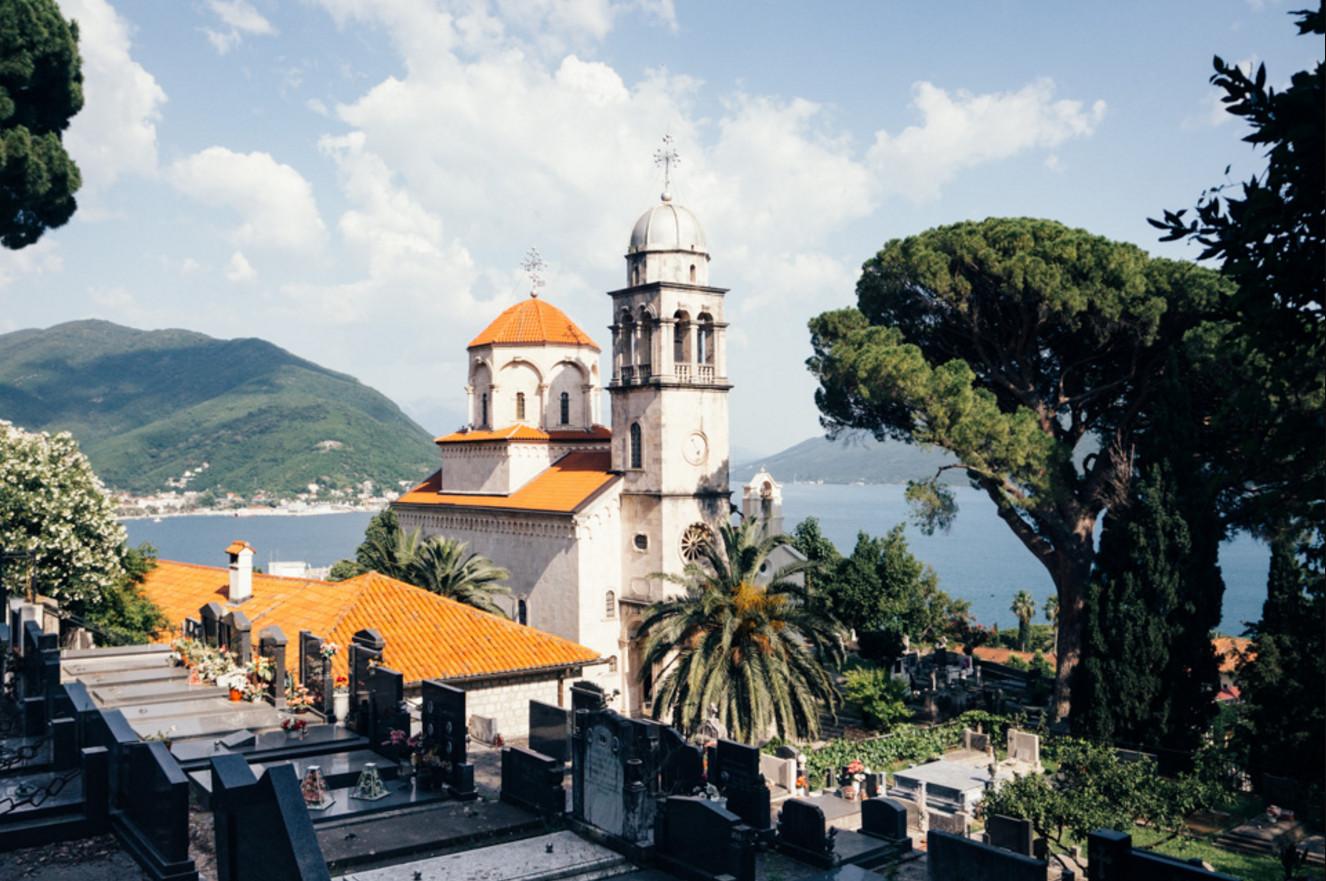 Фото: одна из церквей города