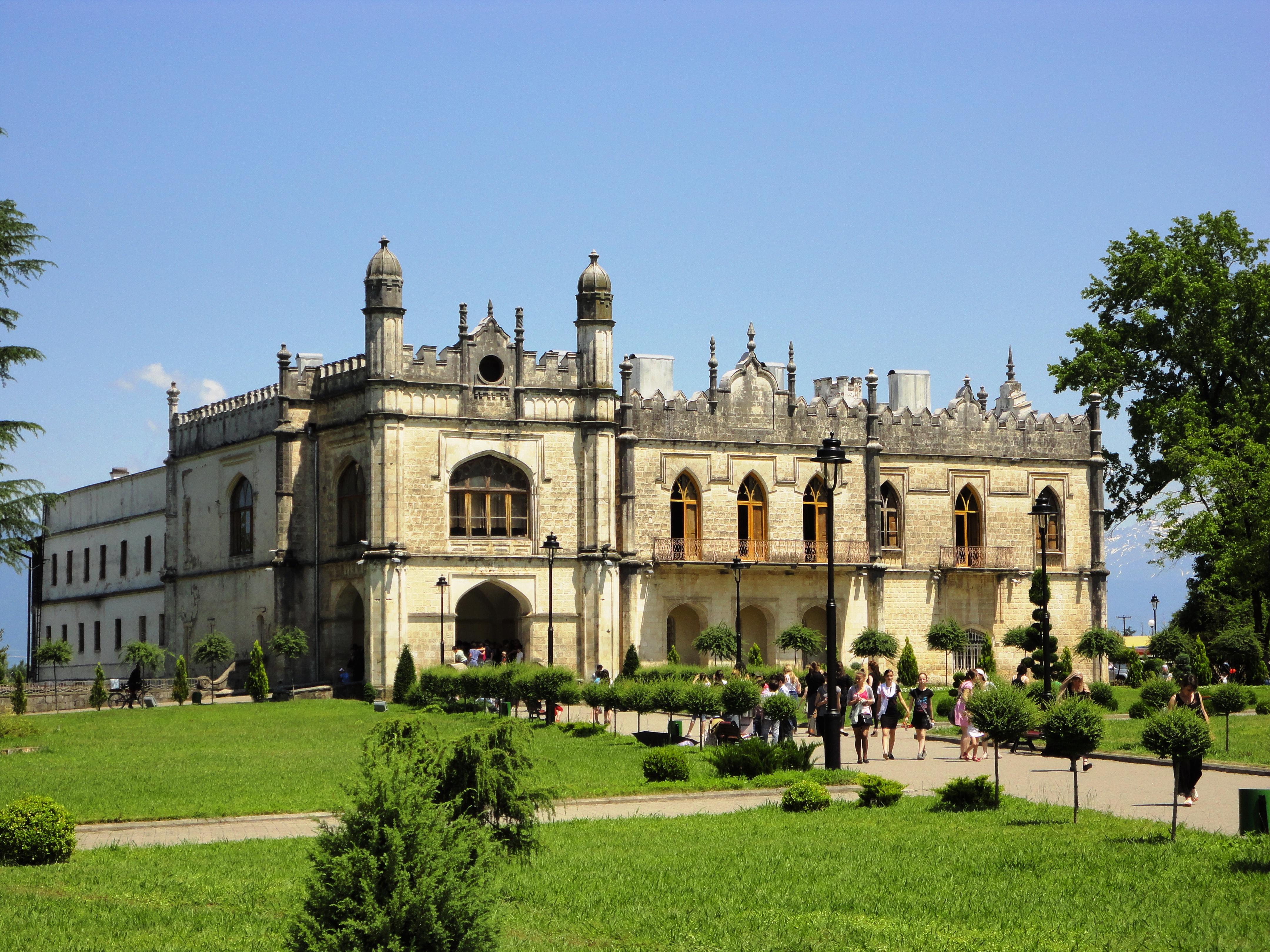 Достопримечательность города - дворец династии Дадиани