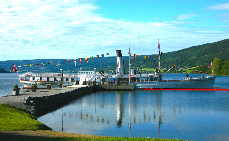 Фото: пароход на озере Мьёса