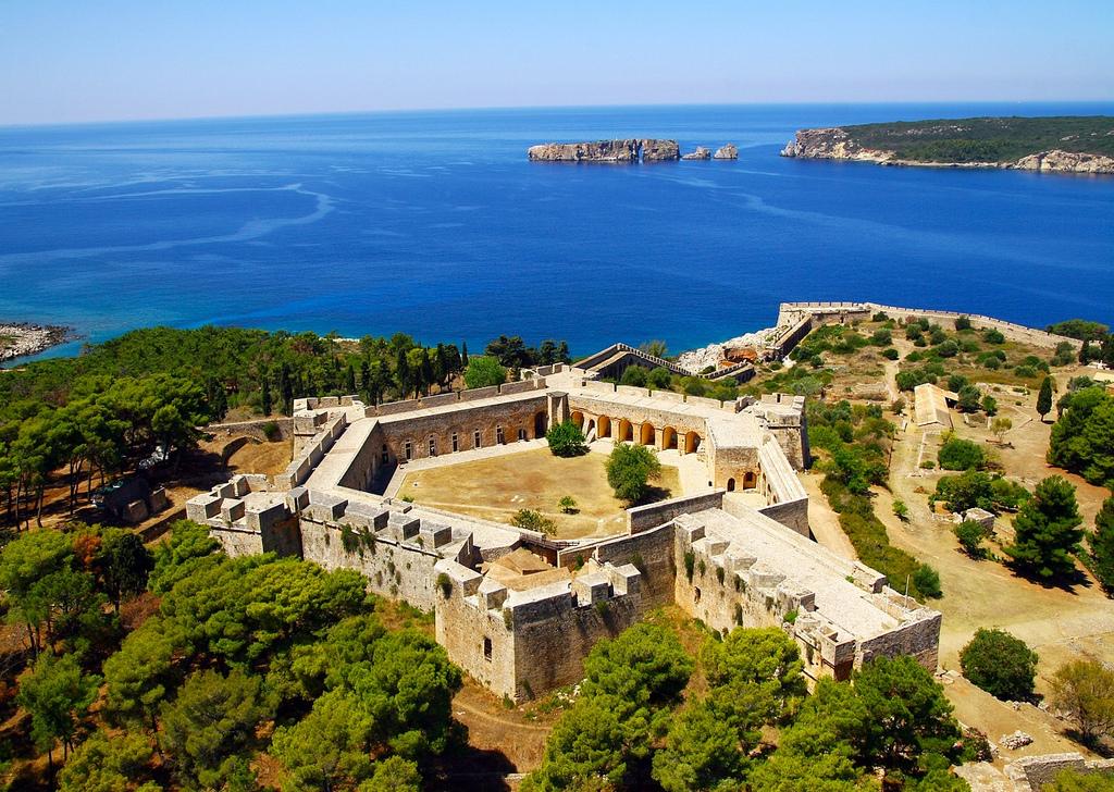 Фото: крепость Неокастро