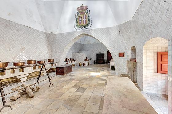 Фото: кухня замка королей