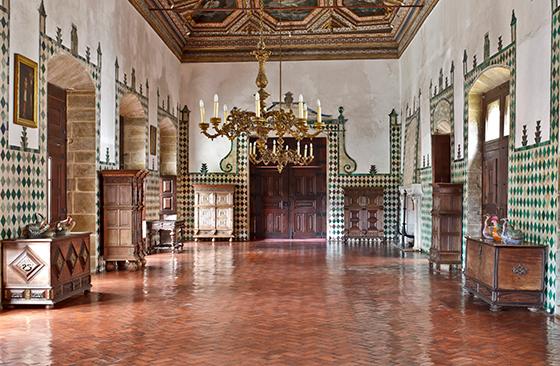 Лебединый зал королевского замка в Синтре
