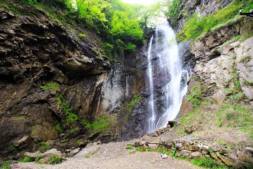 Фото: водопад Махунцети