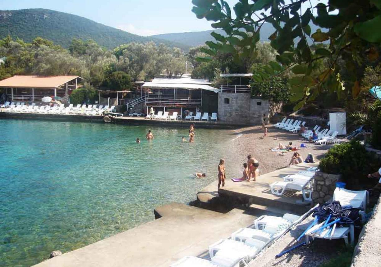 Мириште - пляж в бухте Черногории