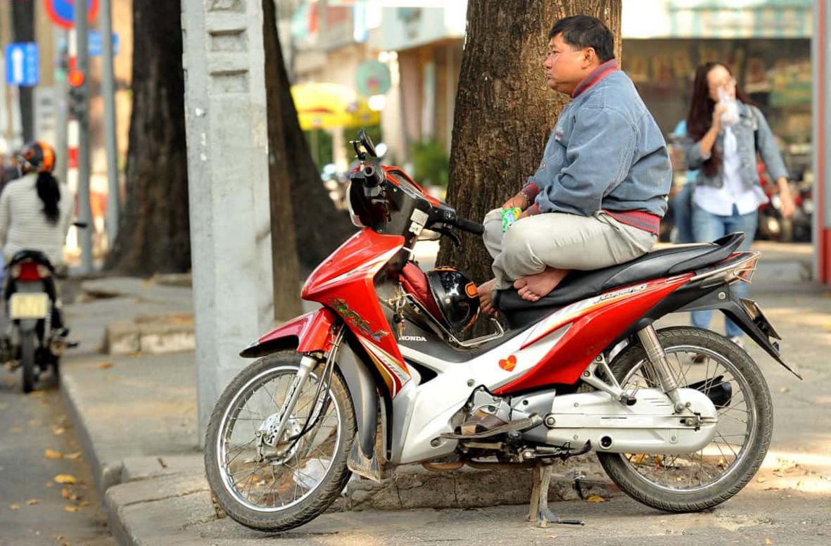 Фото: таксист на байке
