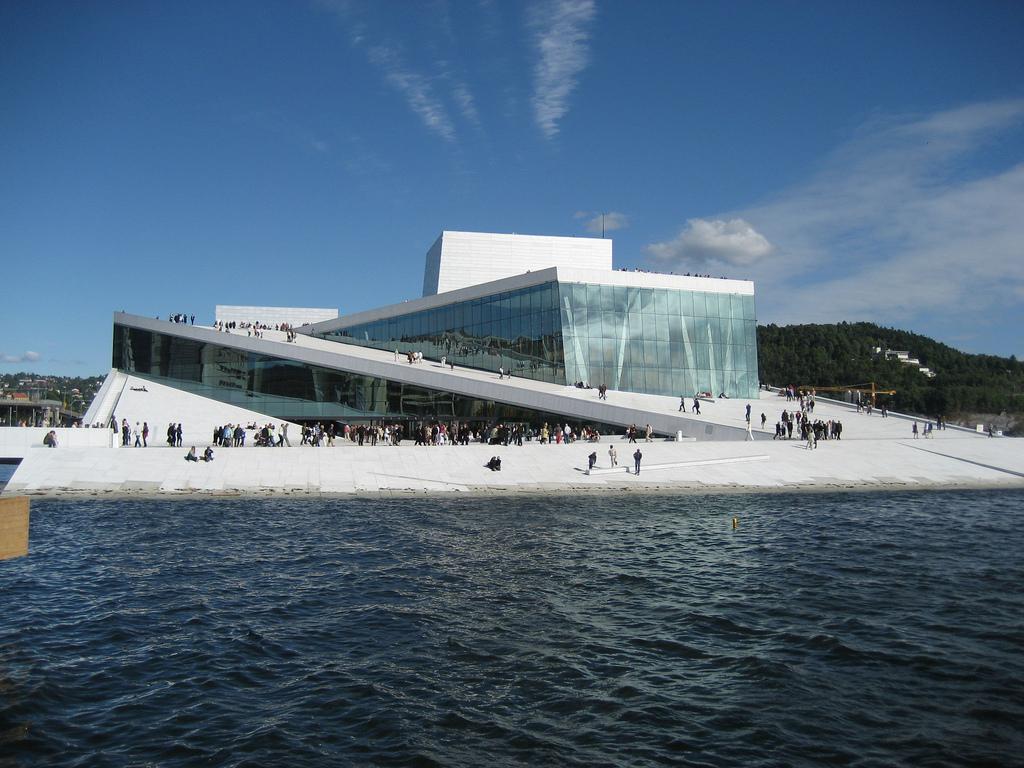 Здание Оперного театра в Осло
