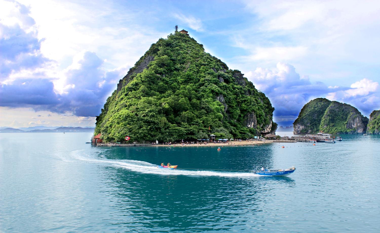 Остров космонавта Титова, Вьетнам