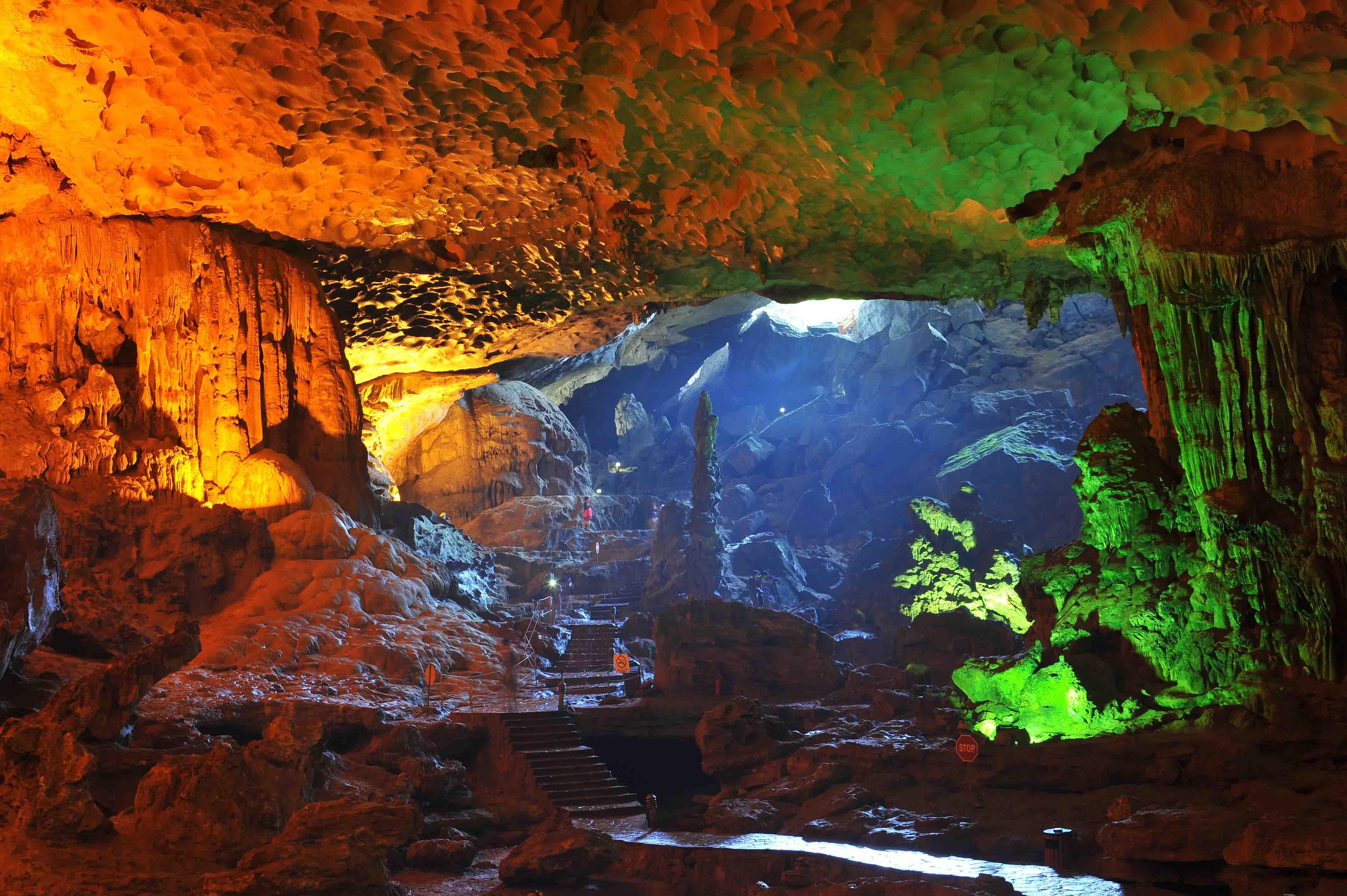 Фото: сталагмитовая пещера