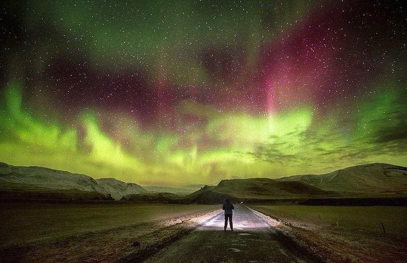 Такое сияние можно увидеть зимой в Исландии