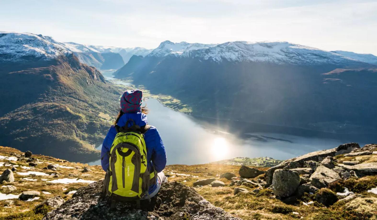 Пейзажи Согне-фьорда в солнечный день