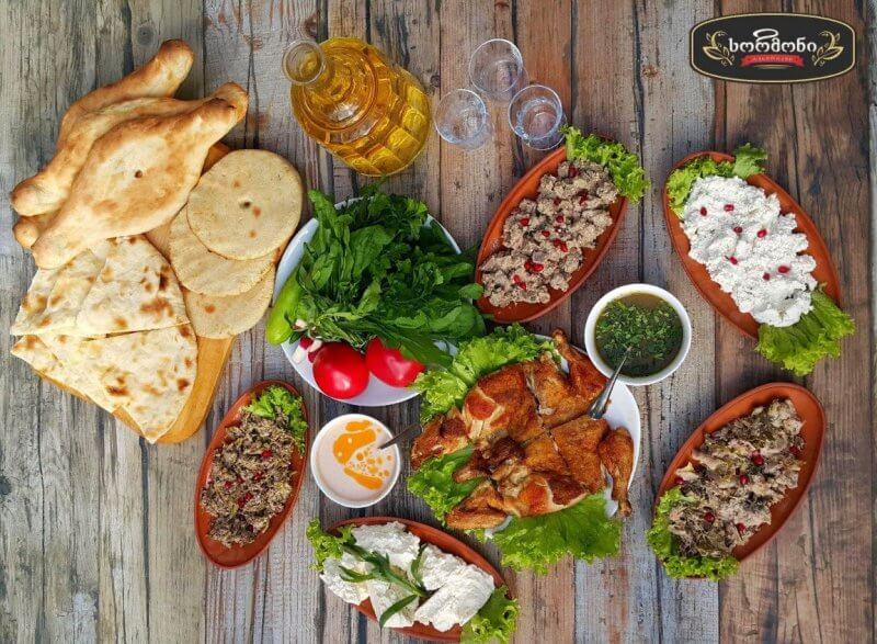 грузинские блюда на столе