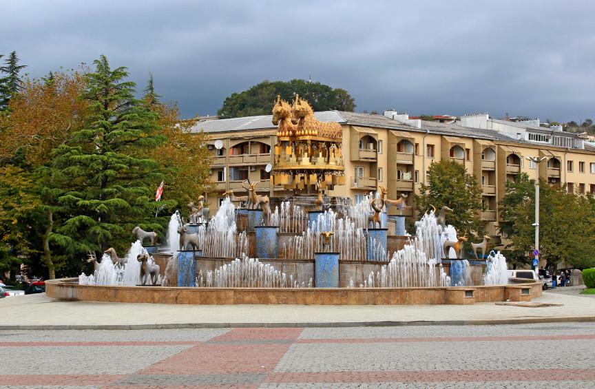 Фото: фонтан в центре города