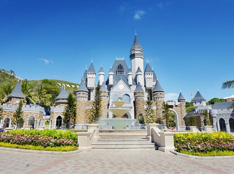 Фото: сказочный замок