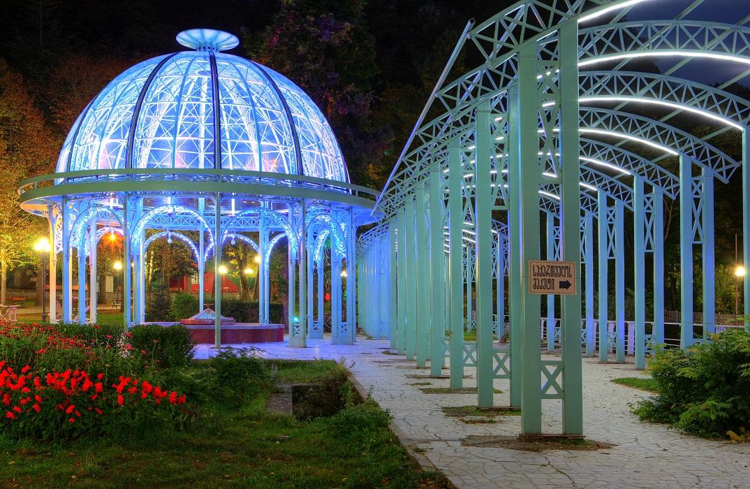 Источник минеральной воды в парке Боржоми