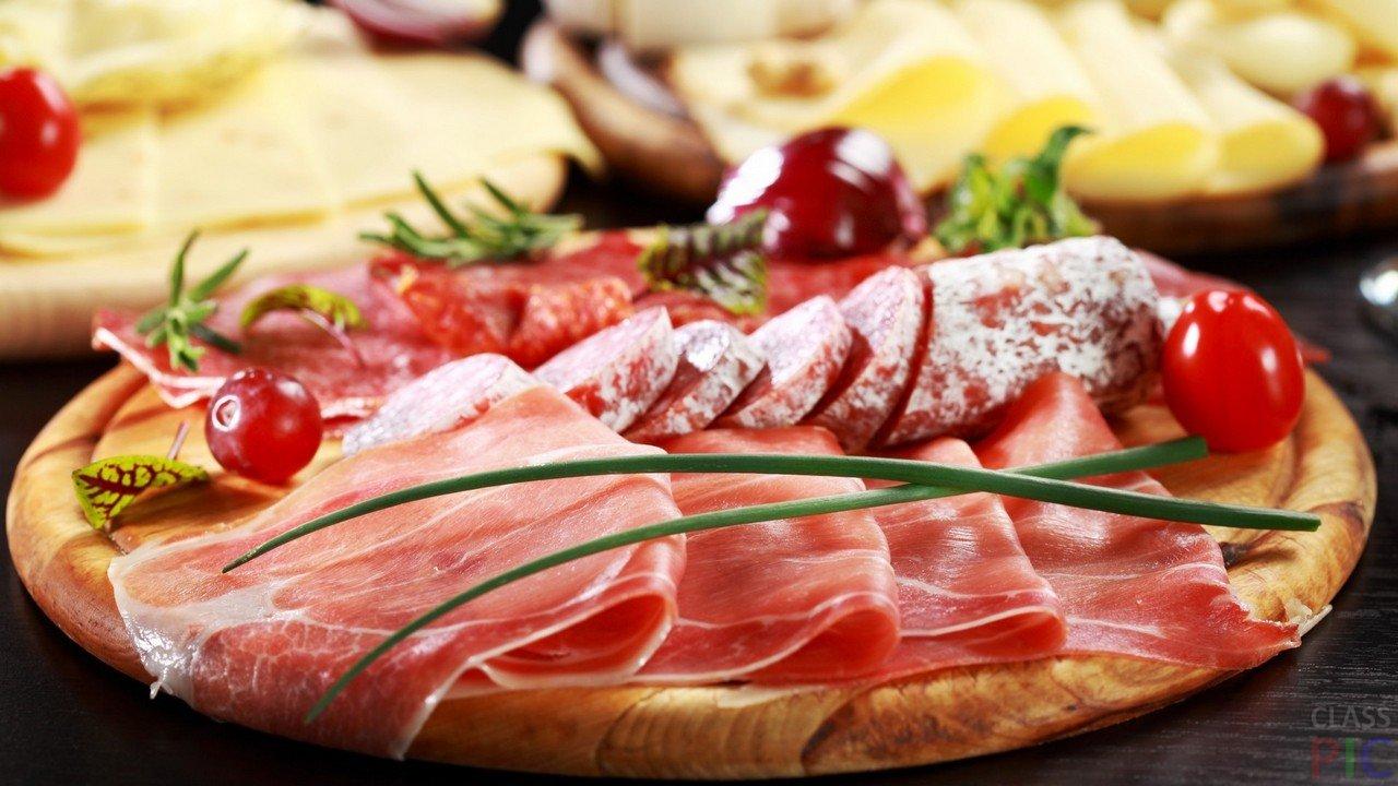 Черногорские продукты - пршут и колбаса