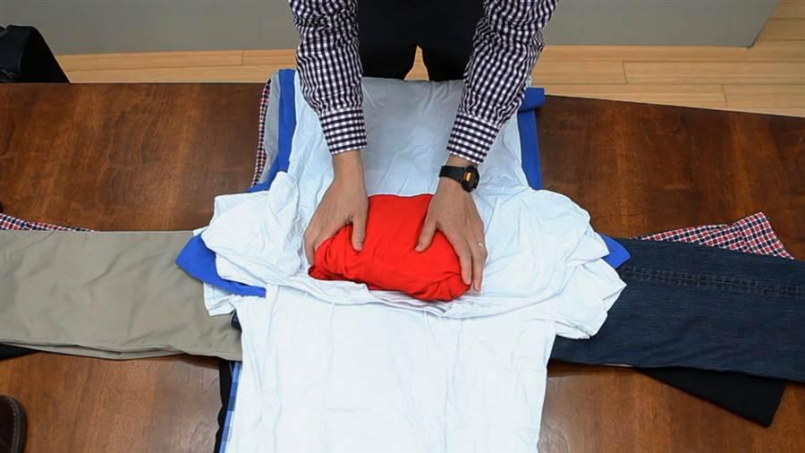 Метод упаковки гардероба для поезки