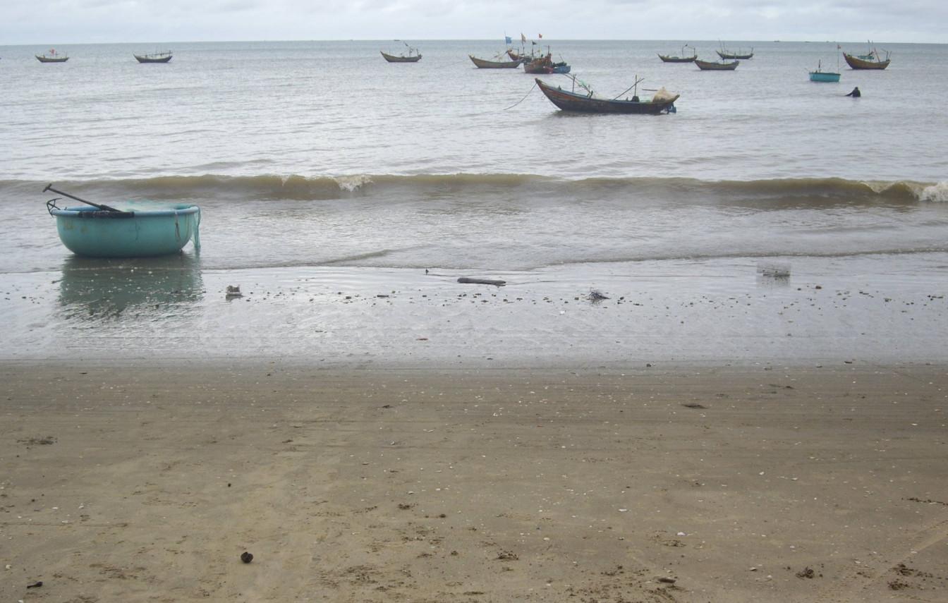 Фото: такого цвета вода на пляже
