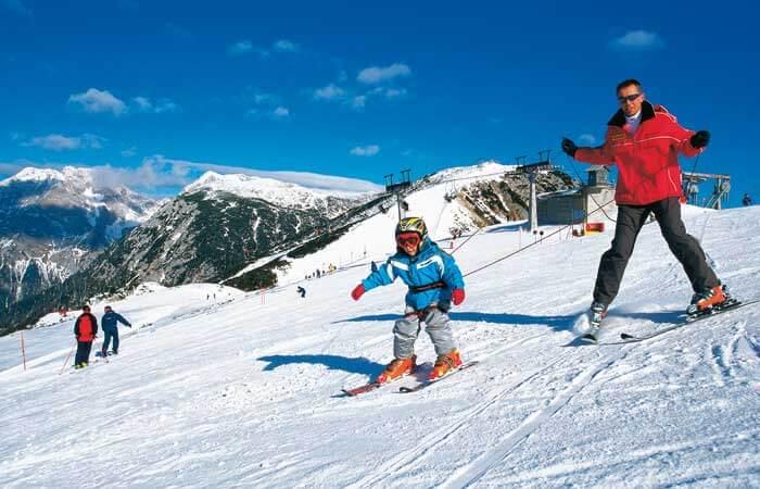 Катание на лыжал