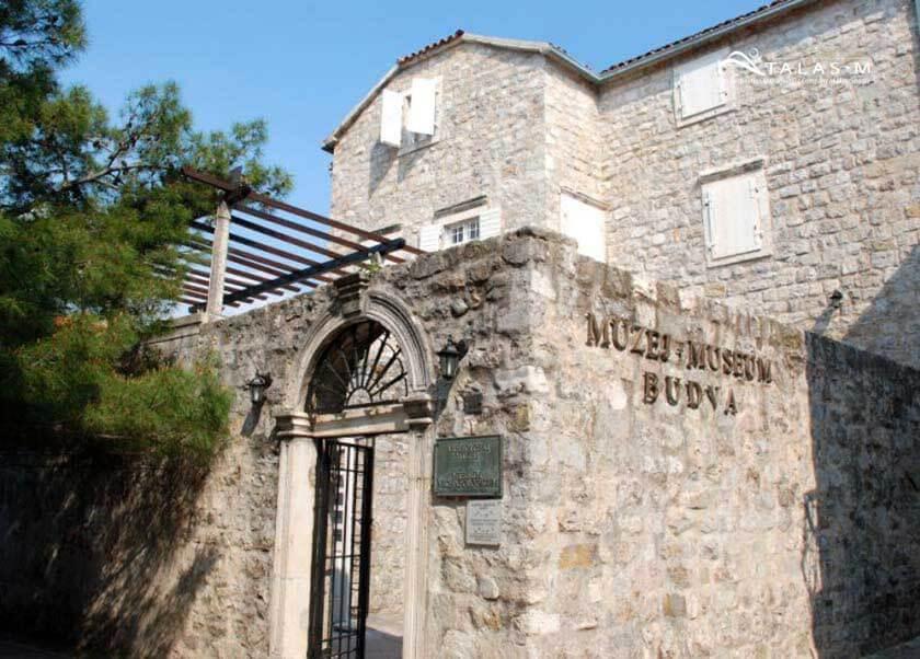 Смотрип самостоятельно: археологический музей