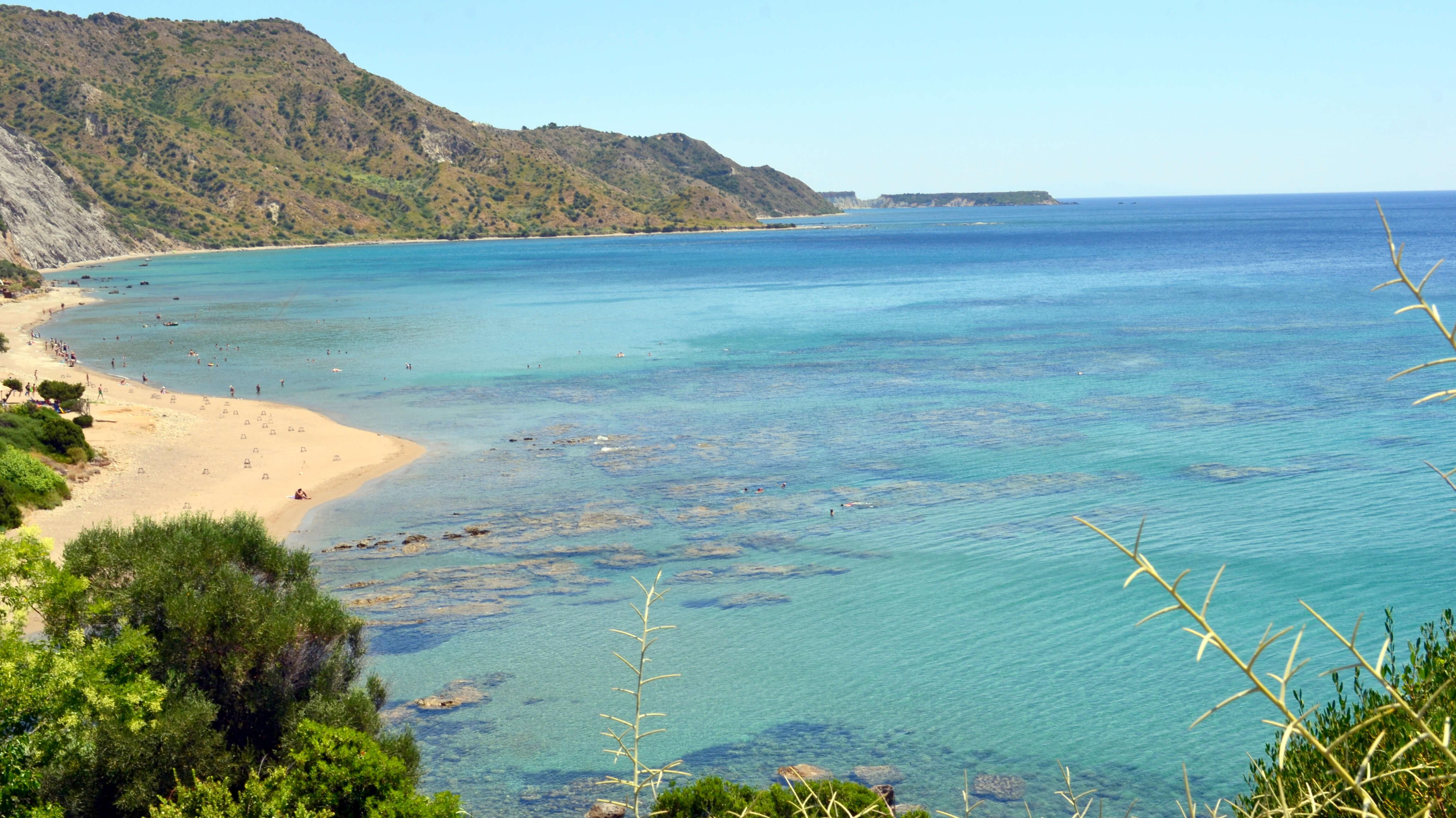 Вид на пляж Дафни