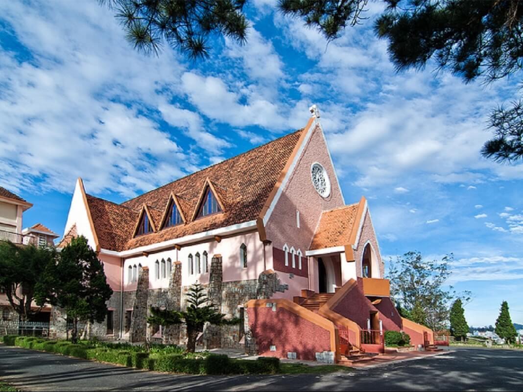 Достопримечательность Далата - монастырь Божьей Матери
