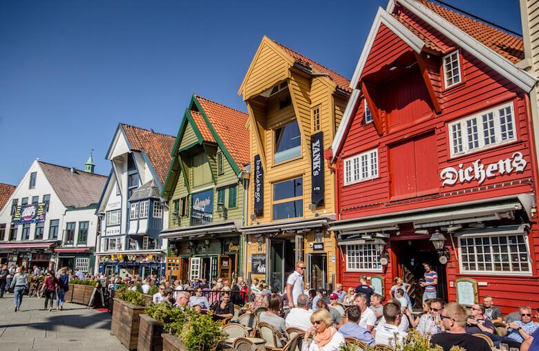 Фото: туристическая улица в городе Ставангер