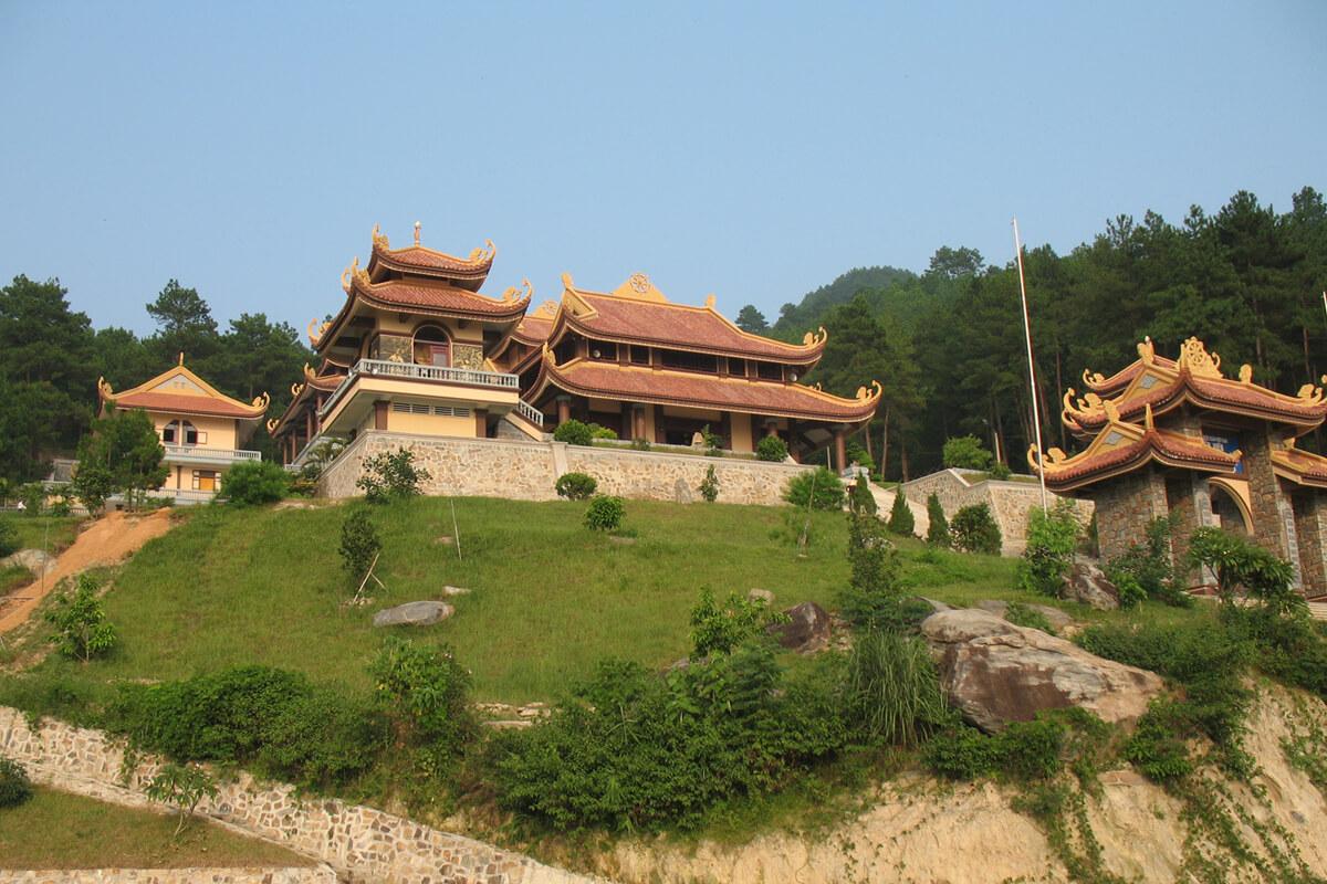 Достопримечательность Далата: монастырский комплекс Truc Lam