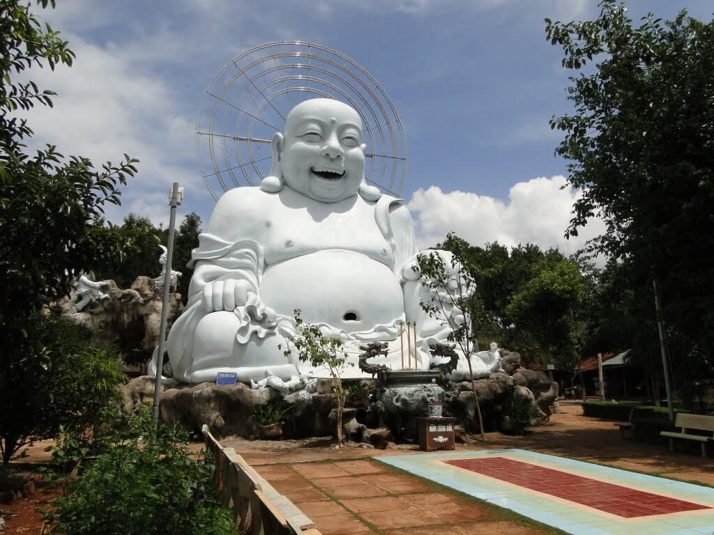 Статуя Голубого Будды в Chua Linh An