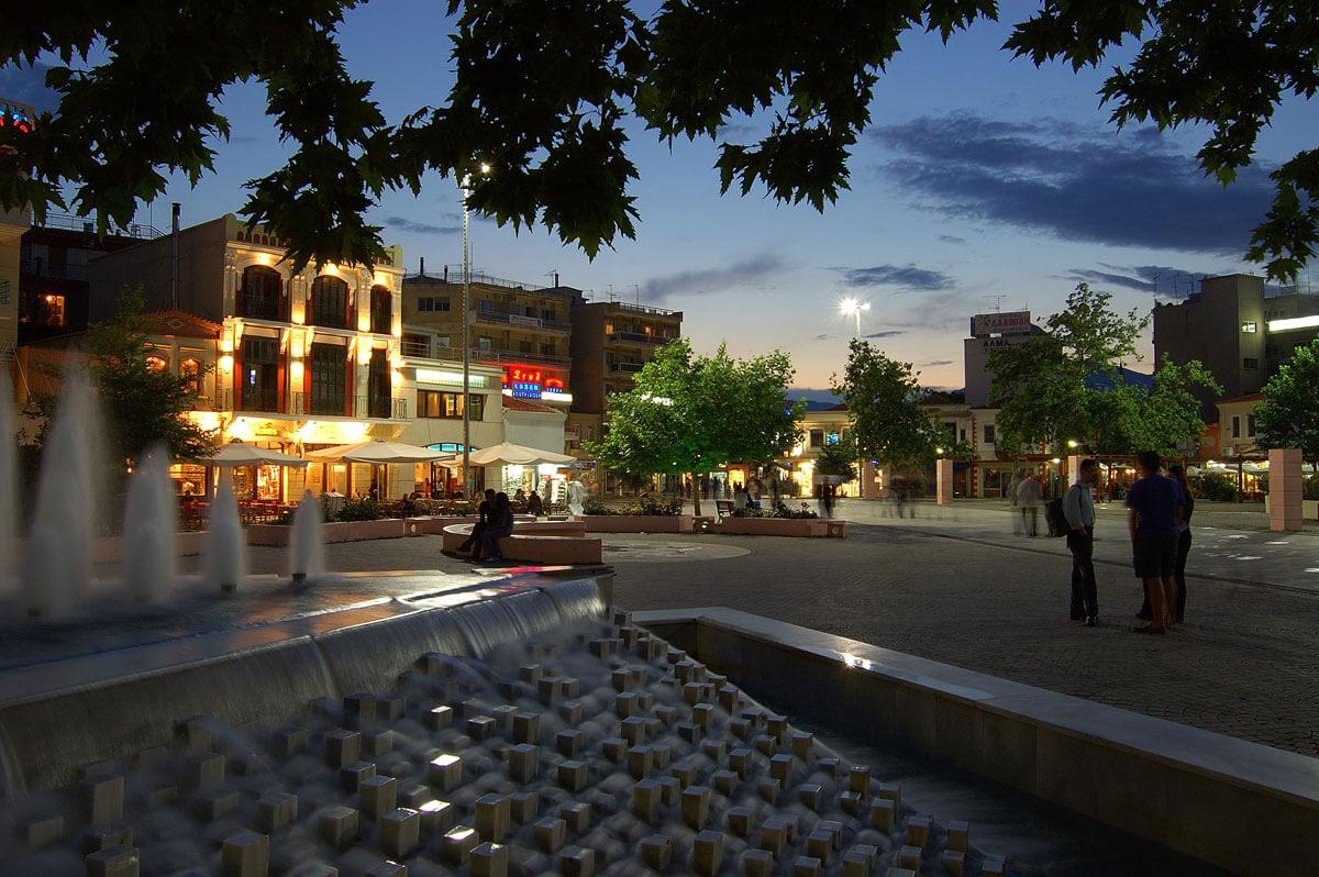 Город Комотини вечером