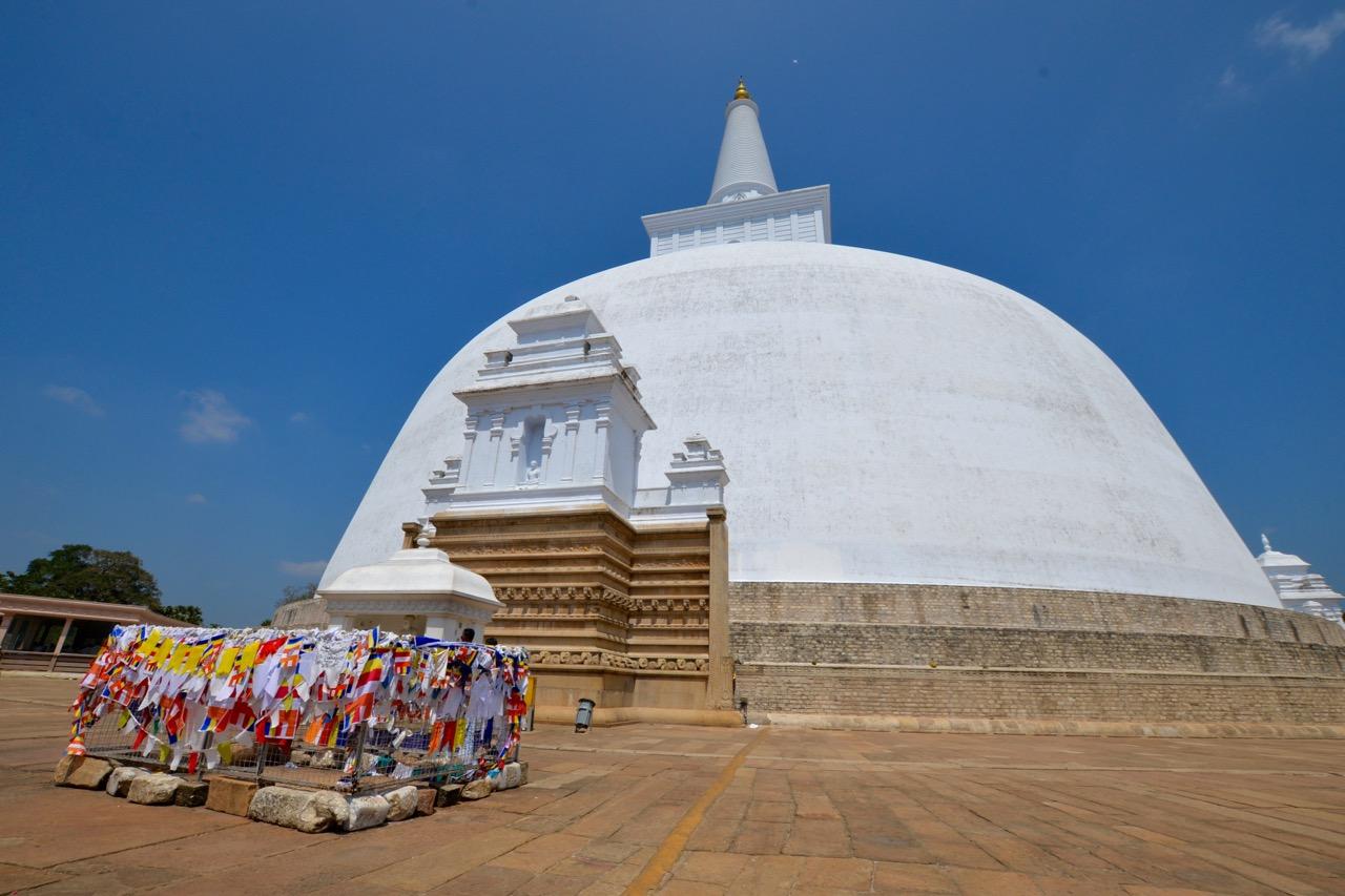 Фото: ступа в Анурадхапуре