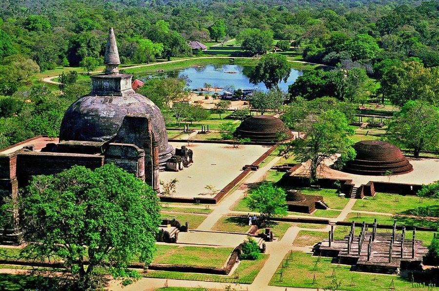 Фото: древний город Анурадхапура