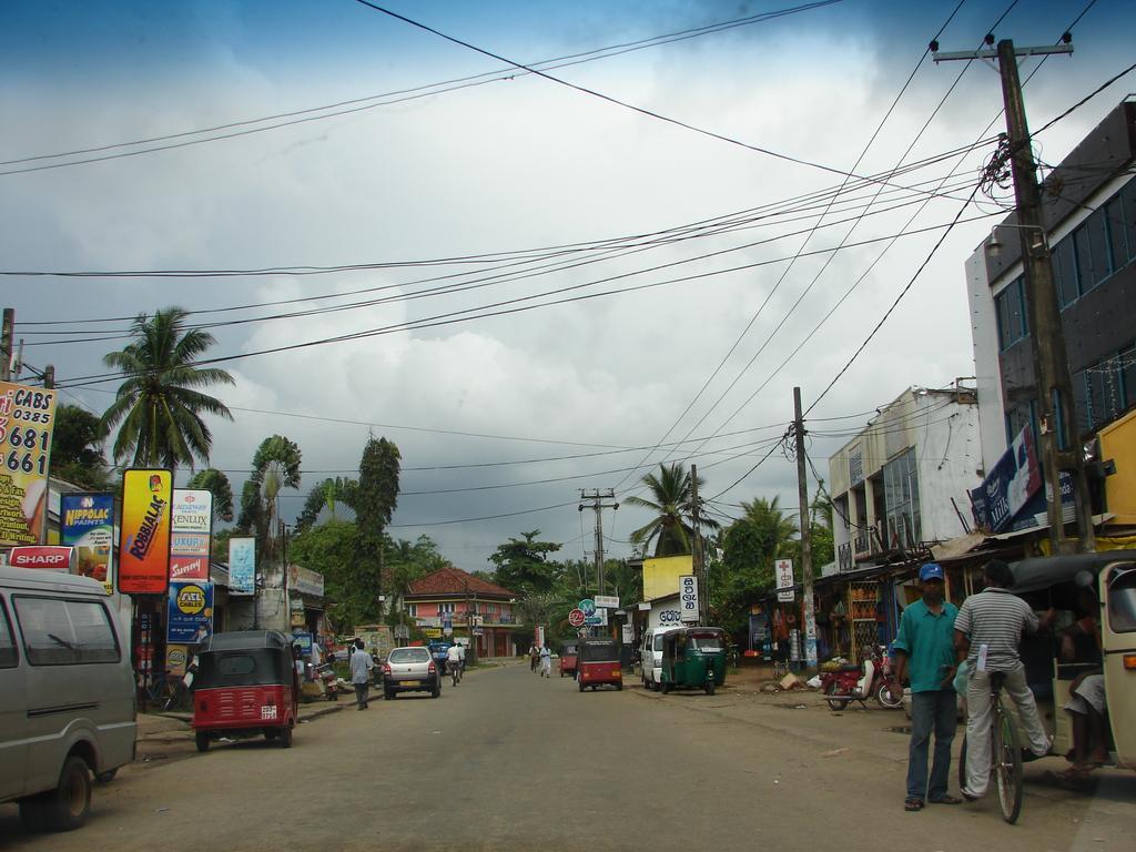 Фото: центральная улица курорта Ваддува