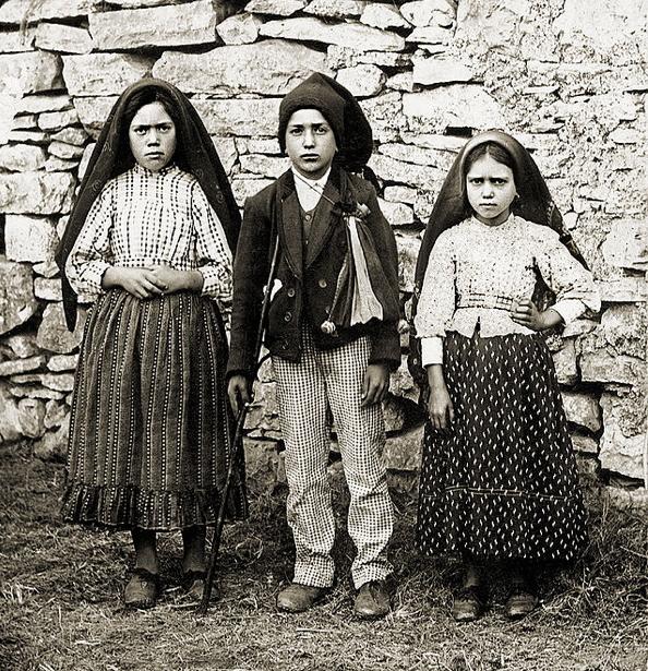 Фото: Люсия, Франциско и Хасинт