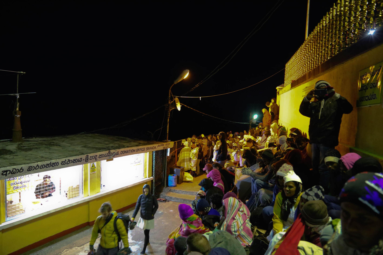 Паломники на вершине ночью